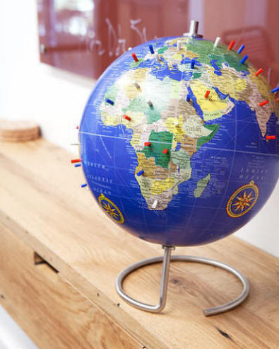Magnetic world globe with blue oceans free shipping magnetic desktop world globe with blue oceans circular metal base gumiabroncs Images