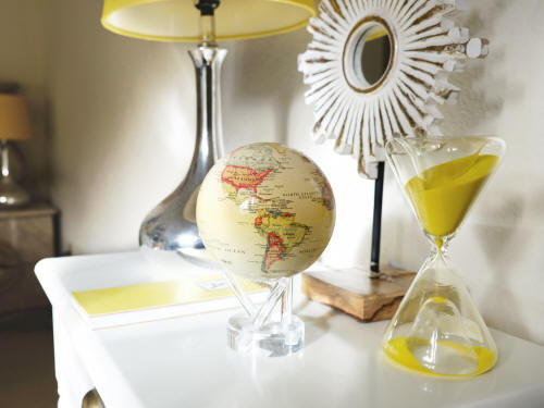Rotating earth globe